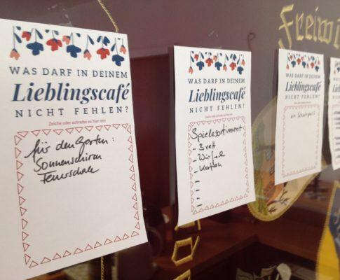 Fast 50 Besucher*innen im Café: ein Erfolg!